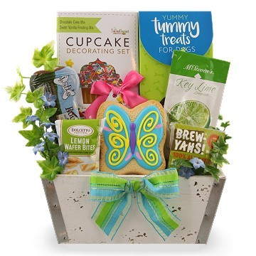 , 30+ Charming Baby Shower Gifts for Moms and Newborns